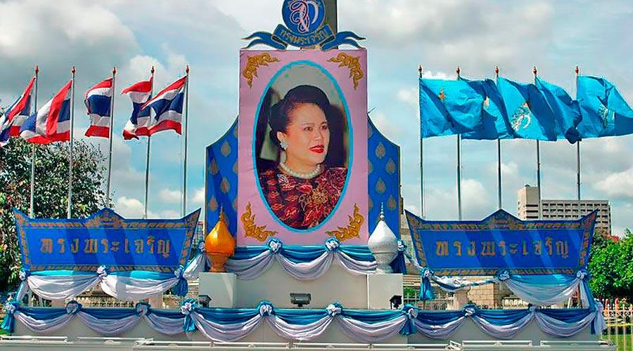 Синий цвет - цвет Королевы самый счастливый цвет дня. Цвета по дням недели.