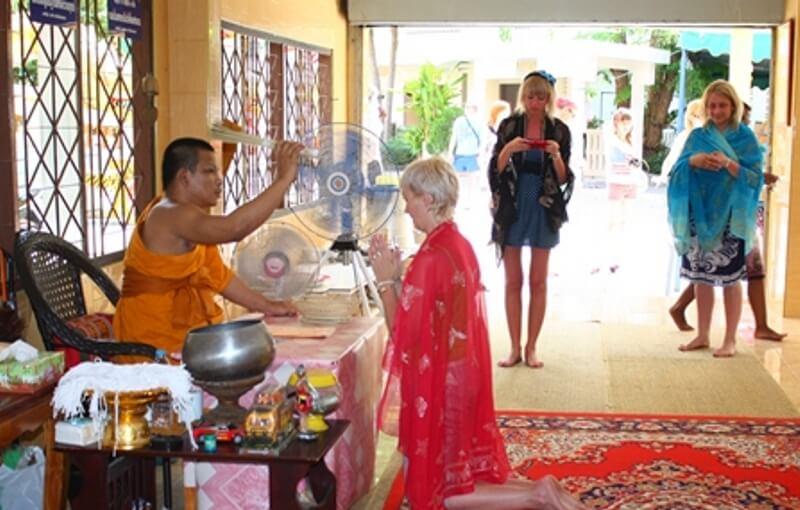 Российские туристы в тайском храме Правила и советы для путешественника