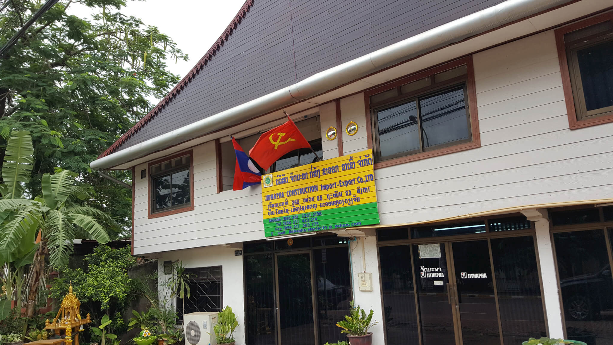 5 флаг лаоса социализм Поездка за визой из Бангкока во Вьентьян самостоятельно. Бангкок визаран.