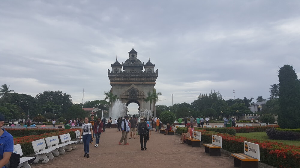 7 триумфальная арка вьентьян Поездка за визой из Бангкока во Вьентьян самостоятельно. Бангкок визаран.