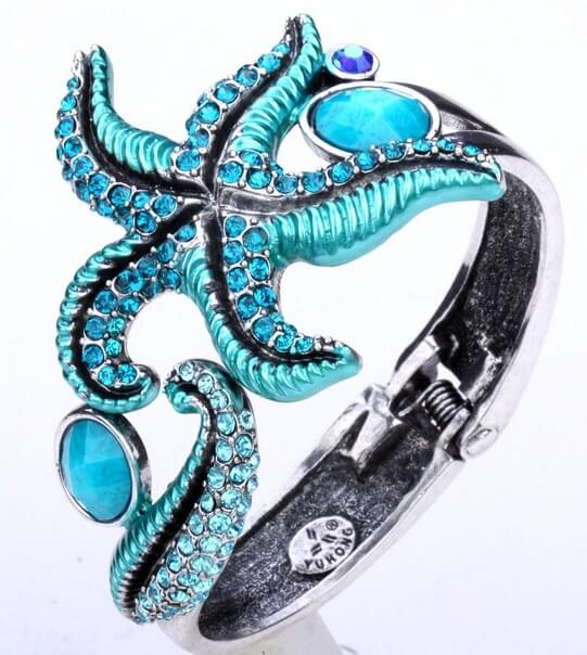 красивое кольцо Ювелирный магазин на Пхукете.