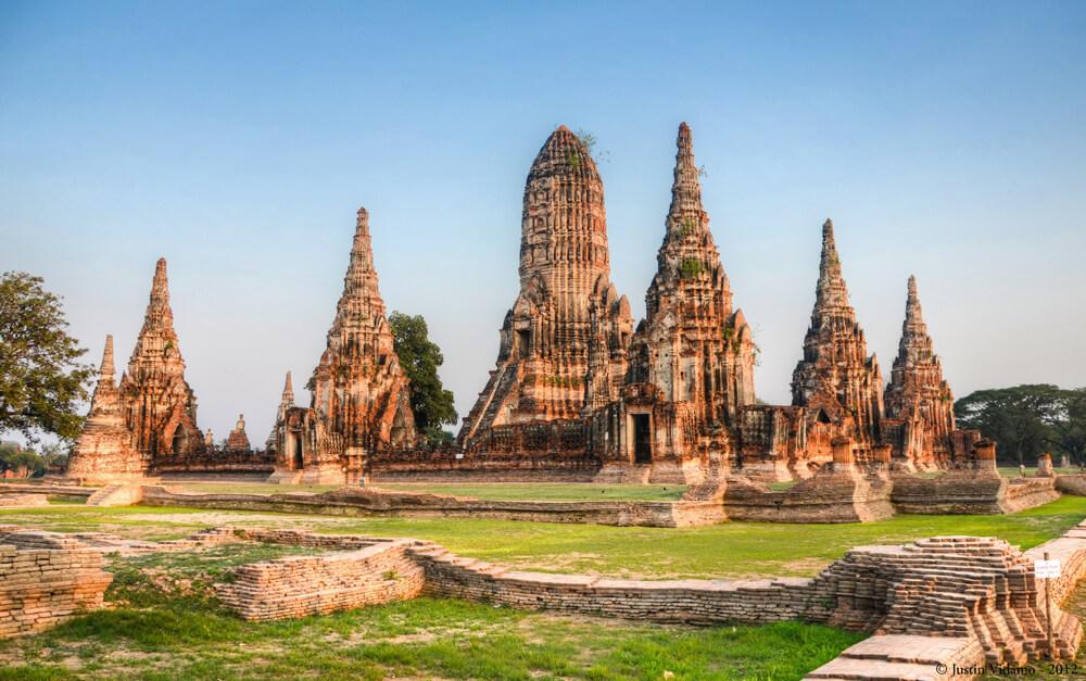 sunset_at_wat_chaiwatthanaram-_ayutthaya-_thailand