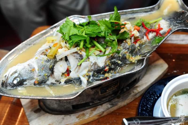 tajskaya-ryba-prigotovlennaya-na-paru-s-limonom-tajskaya-eda что попробовать в таиланде