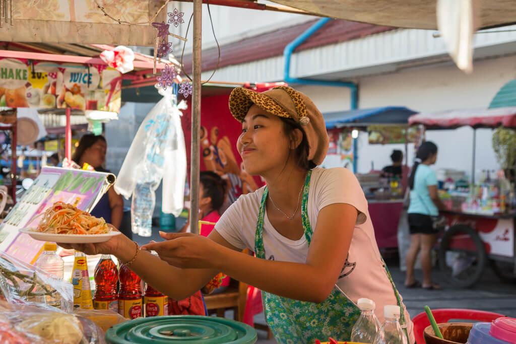 tajskaya-ulichnaya-eda-prodavshhitsa тайская кухня