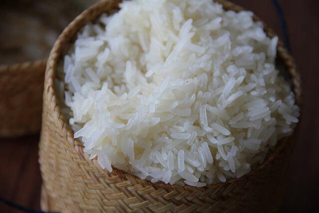 tajskij-lipkij-ris тайская кухня