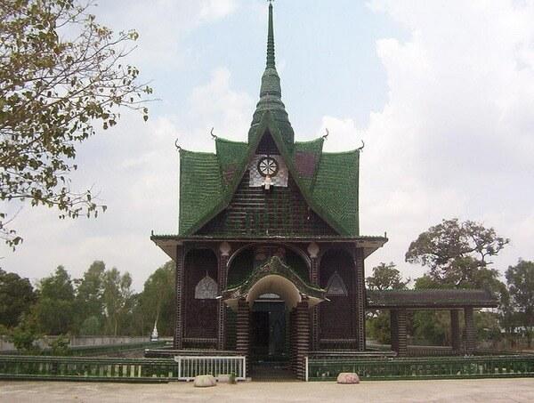neobychnyj-hram-v-tailande-leto-today-1