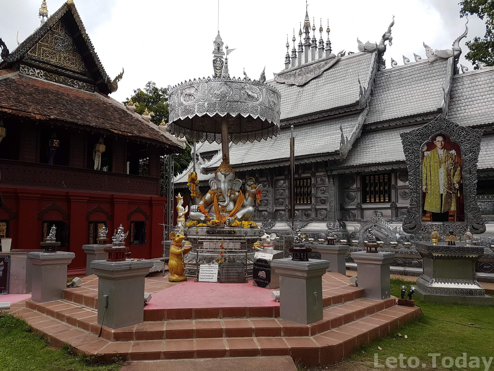 серебряный храм фото чианг май