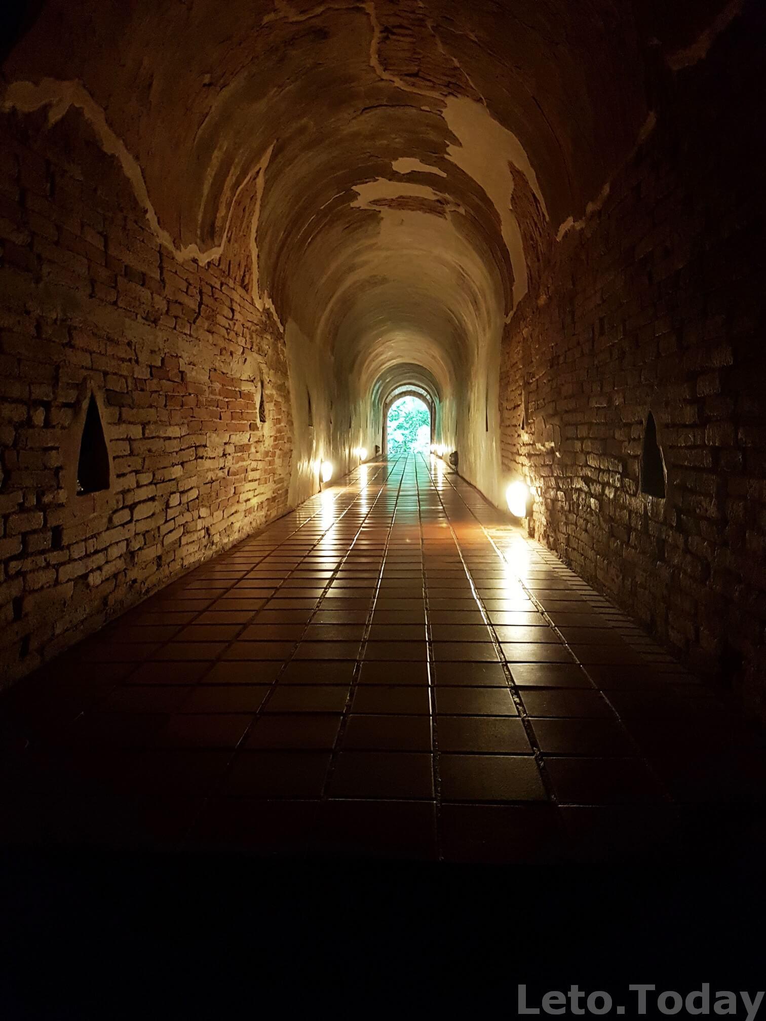 тоннельный храм в чиангмае необычный храм